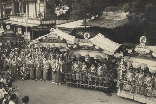 昭和27~8年頃の仲町 宇喜世前 祇園祭りのときの写真